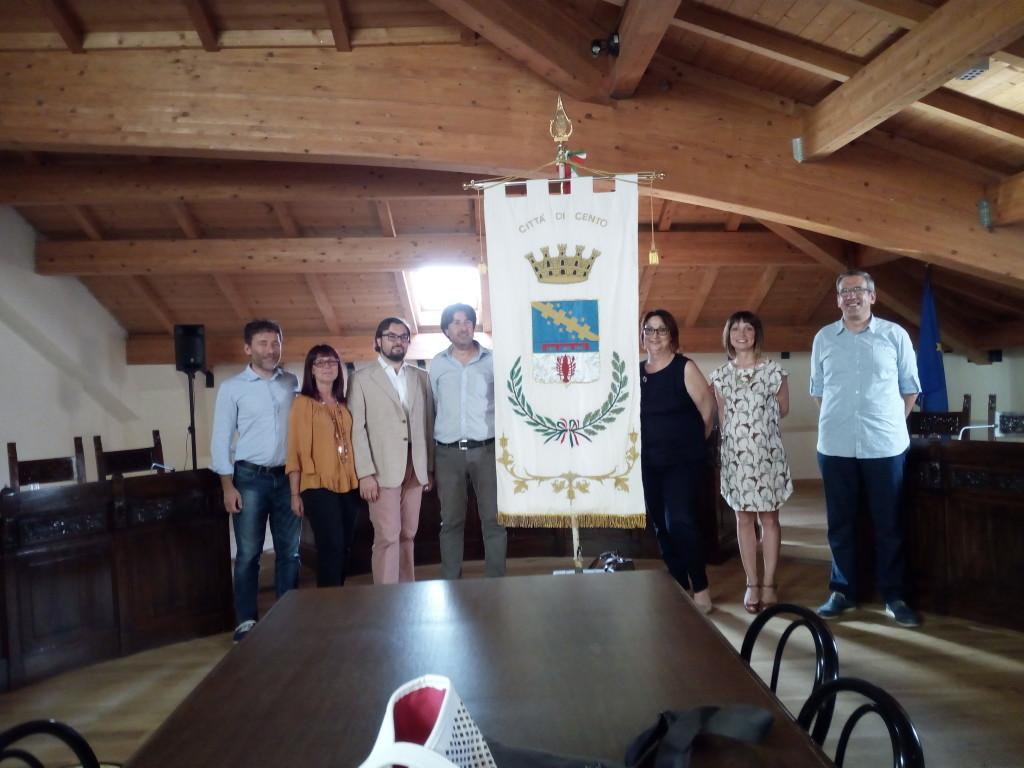 La sala dell'identità Civica Albano Tamburini, dove si riunirà il Consiglio Comunale. (Nella foto: la nuova giunta)