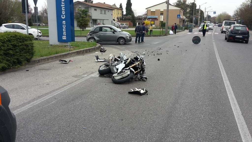 incidente corporeno moto 18 marzo 2017