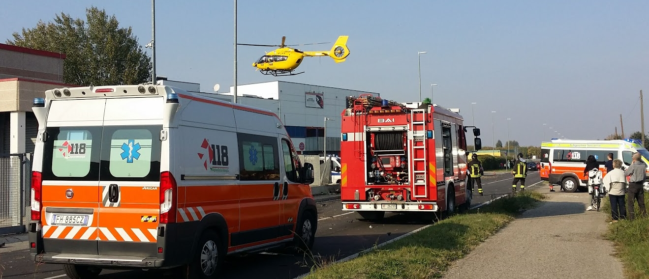 CENTO: Pauroso scontro in via Di Mezzo - 3 feriti, uno via in elicottero