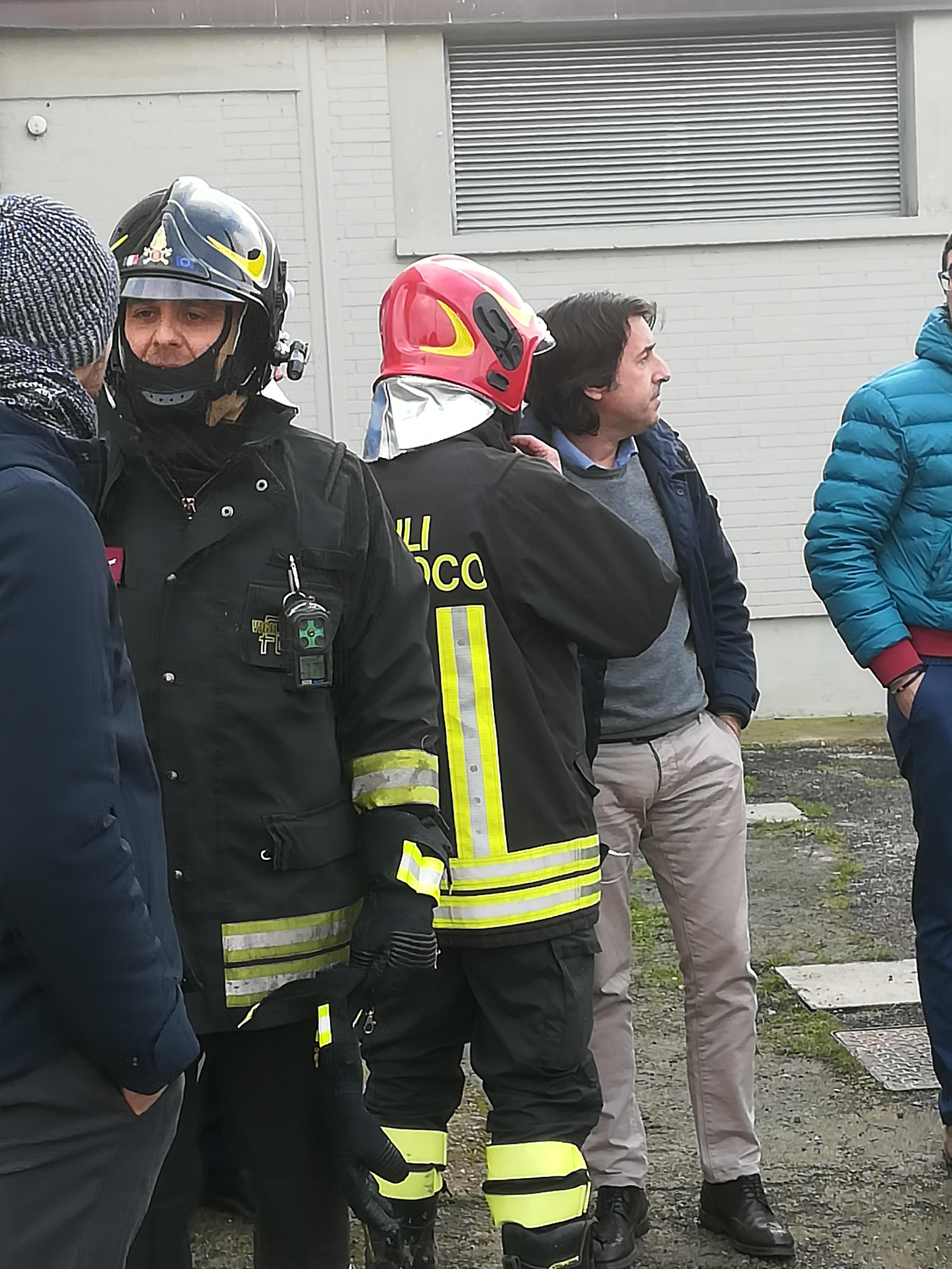 CENTO: Attimi di apprensione - Perforato un tubo del gas al Palazzetto